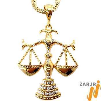 پلاک مردانه طلای زرد با نگین الماس تراش برلیان طرح ترازوی عدالت